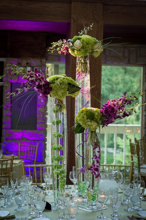 Hoa bàn tiệc là hoa dáng cao thanh mảnh.