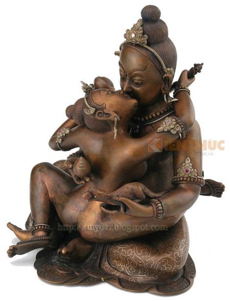 Khi được đưa vào Phật giáo, Shakti không còn mang ý nghĩa nguyên bản là sự sáng tạo và sinh sản. Thay vào đó, Shakti trở thành biểu tượng của trí tuệ.