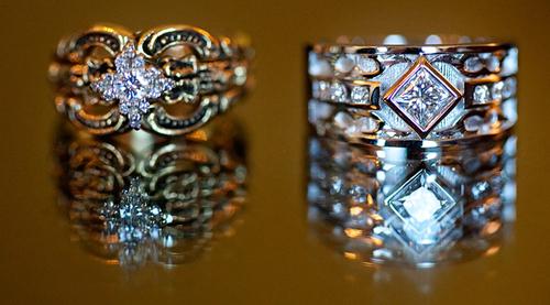 Chọn mua nhẫn đính hôn cùng nhẫn cưới