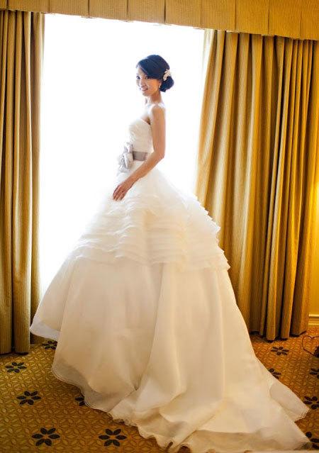 Phong cách trang điểm cần phù hợp với váy cưới.
