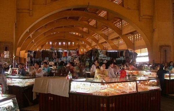 Trong khuôn viên chợ Trung tâm thành phố.