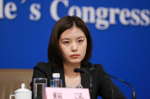 Hu Yaobo, giáo viên trung học của Zhang Jing, cho hay khi học cấp 2 cô đã luôn mơ ước được trở thành nhà ngoại giao. Và cuối cùng với nỗ lực của bản thân, Zhang cuối cùng đã đạt được mong muốn đó.