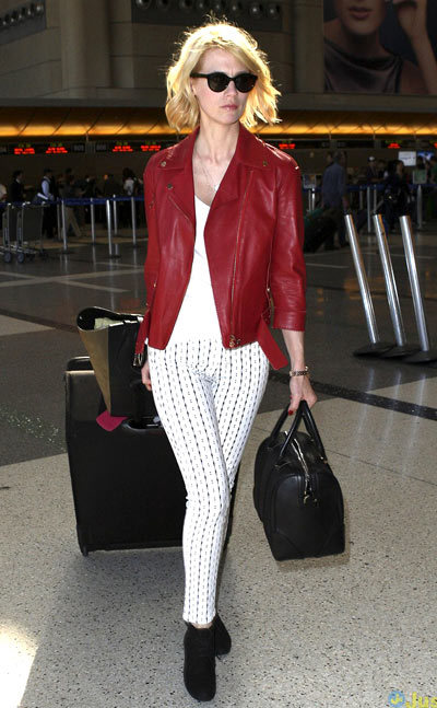 January Jones makes her way through LAX Airport with her luggage to catch a departing flight out of town on Monday (March 4) in Los Angeles.