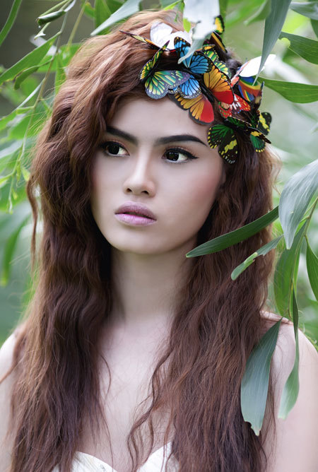 Phong cách trang điểm kiểu hoang dã, tự nhiên thích hợp với những buổi chụp ảnh ngoại cảnh, nơi cô dâu hòa mình vào thiên nhiên.