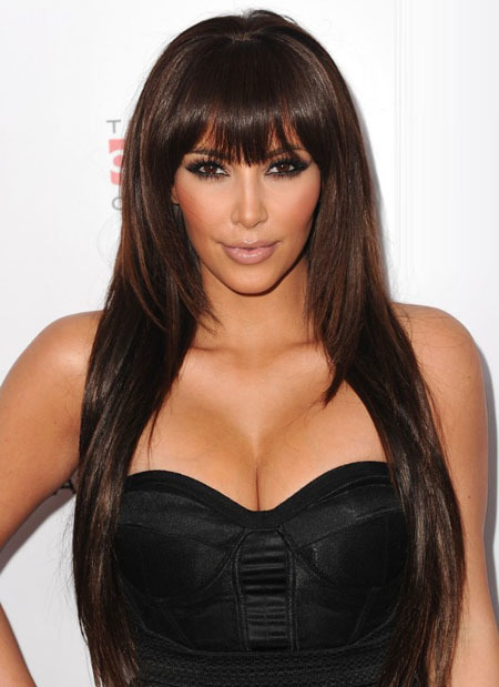 Cô Kim siêu vòng ba trẻ trung hơn khi kết hợp với tóc mái bằng.