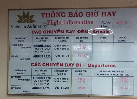 """Arrivals bị viết thành """"arivals"""", thiếu chữ r. Hình chụp tại sân bay Quy Nhơn. Ảnh: Lưu Ngọc Thanh"""