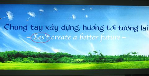 Let's bị viết thành les't trong một tấm panô tại sân bay Tân Sơn Nhất. Ảnh: Nguyễn Việt Hoàng