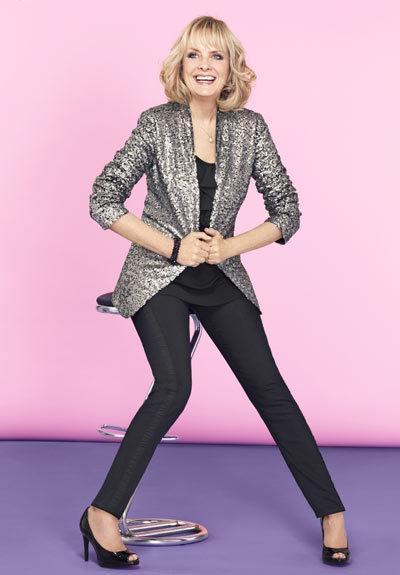 Ở tuổi 63, Twiggy tự làm mẫu cho các sản phẩm thuộc dòng thời trang Twiggy for M&S Woman do mình thiết kế.