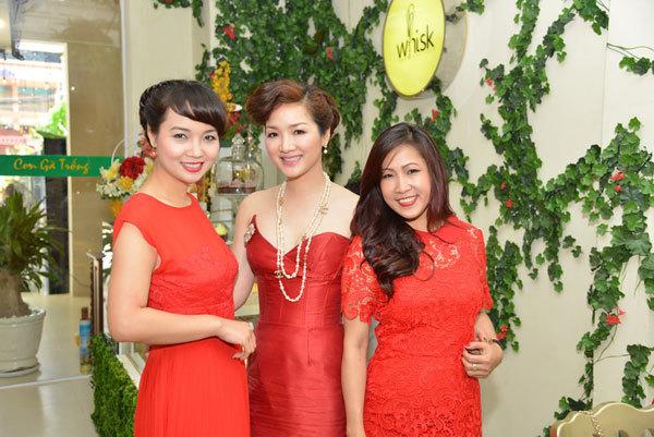 Bộ ba váy đỏ quyến rũ Mai Thu Huyền, Hoa hậu Đền Hùng Giáng My, chuyên gia trang điểm Hạ My.