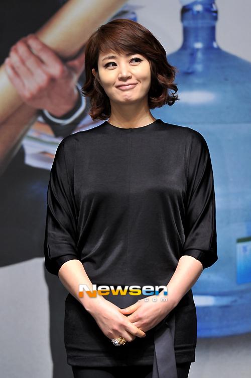 Kim Hye Soo dự họp báo ra mắt phim mới chiều nay 25/3.