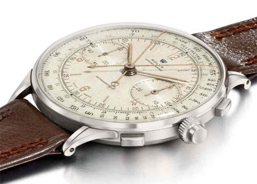 Đồng hồ Rolex Chronograph chỉ được sản xuất vỏn vẹn 12 chiếc. Ban đầu chiếc đồng hồ cổ điển năm 1942 này được ước tính có giá khoảng 680.000 USD, nhưng tại phiên đấu giá Christie, giá trị của nó đã lên tới 1,16 triệu USD.