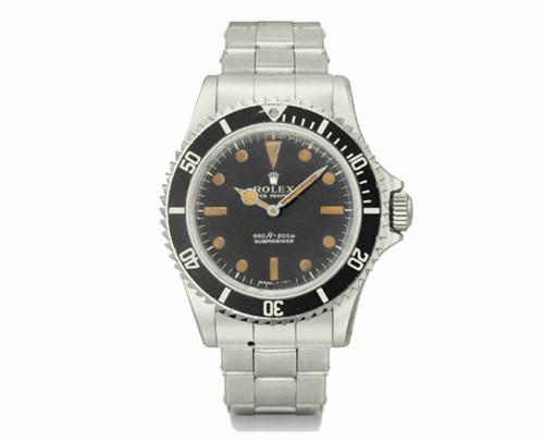 """Chiếc đồng hồ này từng được nam diễn viên Roger Moore, người thủ vai James Bond đeo trong tập phim """"Live and Let Die"""". Rolex 5513 năm 1973 có giá 450.000 USD."""