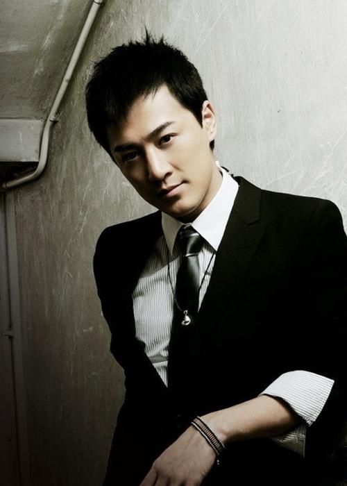 Lâm Phong, nghệ sĩ thành công trong cả diễn xuất lẫn ca hát, chinh phục được một lượng khán giả đông đảo.