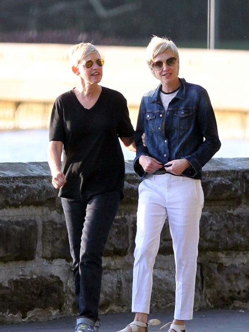 Đôi khi trông họ như một đôi bạn gái thân thiết tâm đầu ý hợp.