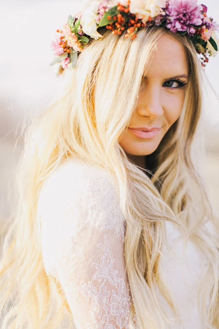 Vòng hoa đội đầu thường được sử dụng nhiều trong các đám cưới ngoài trời.