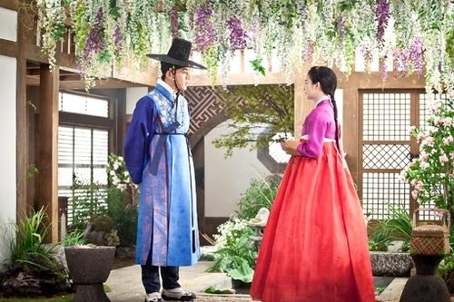 """Bộ phim mà Kim Tae Hee thủ vai chính, """"Jang Ok Huk' sẽ lên sóng đài SBS vào 8/4 tới. Những hình ảnh trong phim cũng đã được hé lộ dần với khán giả."""