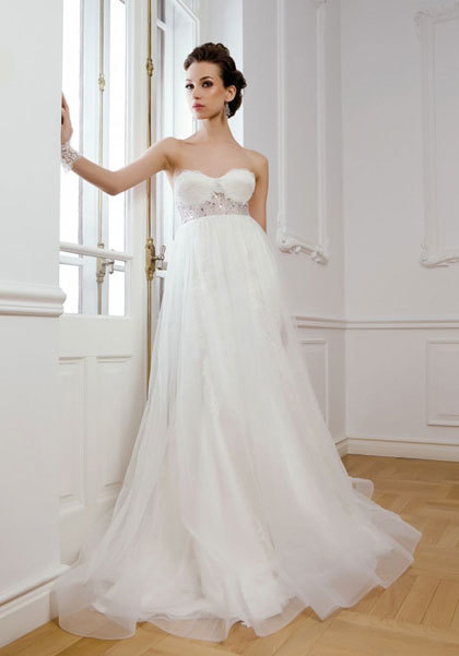 Bí quyết chọn váy cưới đẹp lung linh cho những cô dâu mang bầu