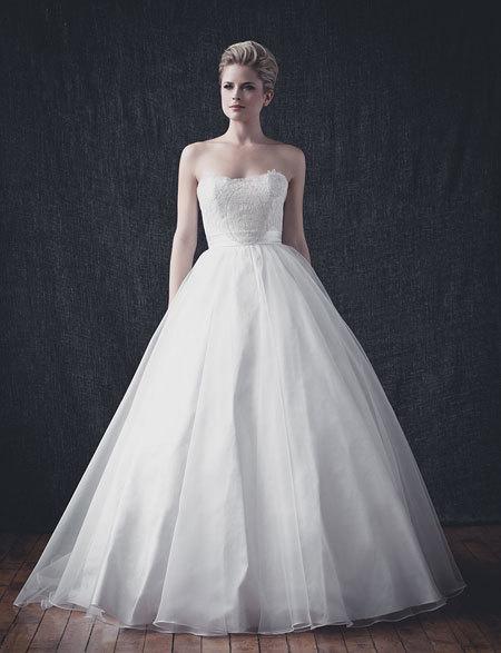 Quyến rũ với váy cưới vải trơn