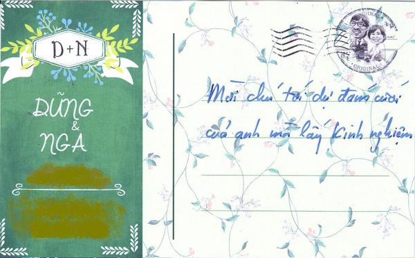 Với mỗi vị khách tới dự đám cưới, Đinh Tiến Dũng đều tự tay ghi một lời mời hài hước.