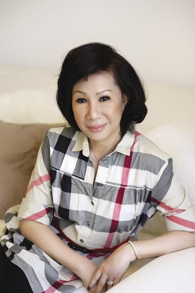 Hơn chồng 8 tuổi, chị đã vấp phải sự phản đối của gia đình khi quyết định lấy Vũ Hà.