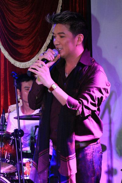 Mới đây, Đàm Vĩnh Hưng tổ chức đêm nhạc Dạ khúc cho tình nhân dành cho 100 khách yêu mến tiếng hát của anh.