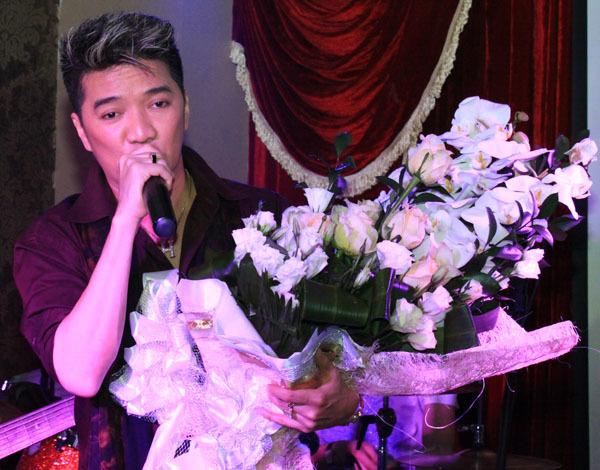 Ngay sau chương trình này, Đàm Vĩnh Hưng về TP HCM để chuẩn bị buổi họp fanclub vào 12h trưa 12/4 tại phòng trà Không Tên.