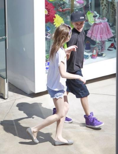 Năm 2010, Louise hạ sinh cô công chúa nhỏ Quincy với người chồng hiện tại Darren Flood