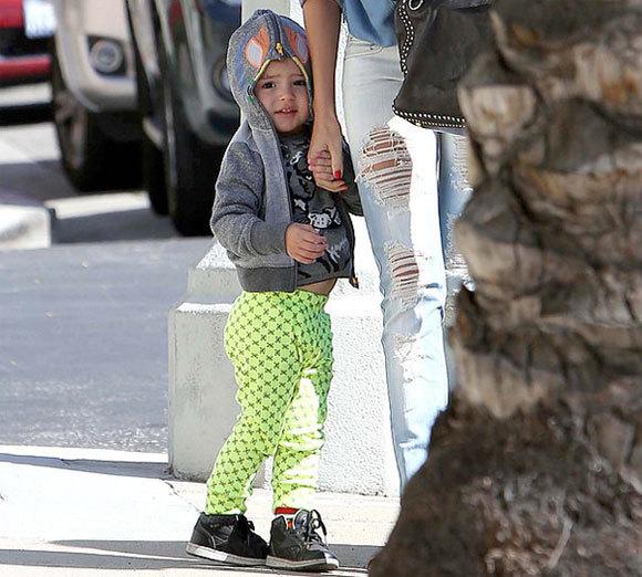 Miranda một mình chăm sóc con trai ở Hollywood.