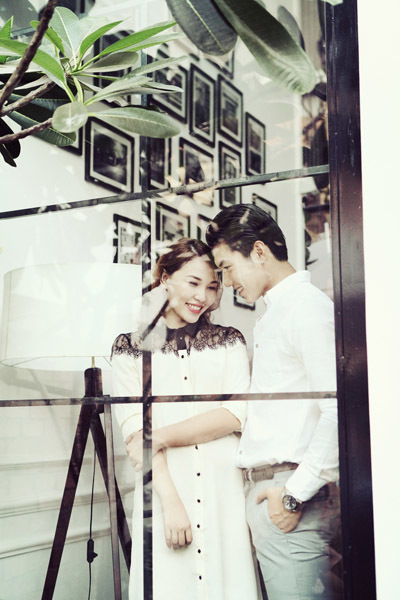 Quỳnh Thư và Nam Thành vừa cùng nhau thực hiện bộ ảnh chung. Trong đó, họ hóa thân thành cặp vợ chồng trẻ hạnh phúc.