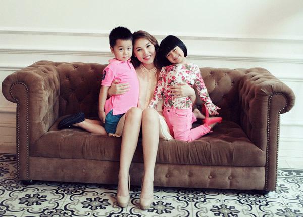 Bộ ảnh do nhiếp ảnh Dong Sang thực hiện, với sự hỗ trợ của chuyên gia trang điểm Minh Lộc. Trang phục do chính người mẫu Quỳnh Thư cung cấp. Bộ ảnh còn có sự góp mặt của các bé Vinh Quốc, Thảo Linh, An Nhiên.