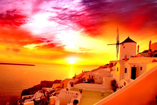 Hoàng hôn trên đảo Santorini được đánh giá là một trong những cảnh tượng huy hoàng nhất thế giới.