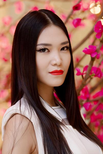 Gần đây, Hoa hậu tích cực làm mới hình ảnh của mình qua những bộ ảnh thời trang đa phong cách và vẻ ngoài lạ lẫm khi tham dự các sự kiện của làng giải trí.