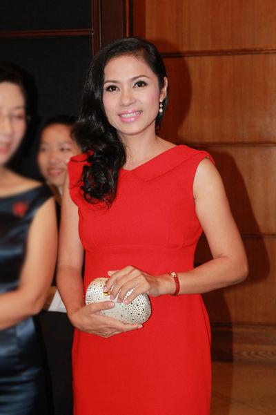Ở tuổi 41, Việt Trinh khiến không ít người ngỡ ngàng bởi sự trẻ trung.
