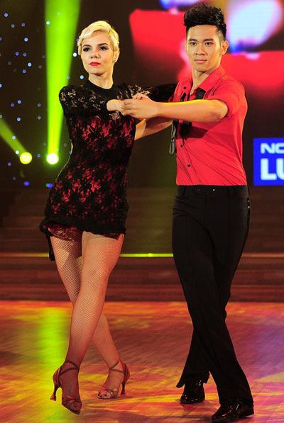 Cũng như Ngọc Quyên, ca sĩ Hồ Vĩnh Khoa phải nhảy điệu Tango. Trước khi thi, anh tỏ ra khá áp lực, nhưng khi trình diễn chính thức, anh gây bất ngờ với người xem.