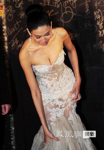 Tại lễ trao giải, nhiều người đẹp khác cũng sexy không kém Tú Na.