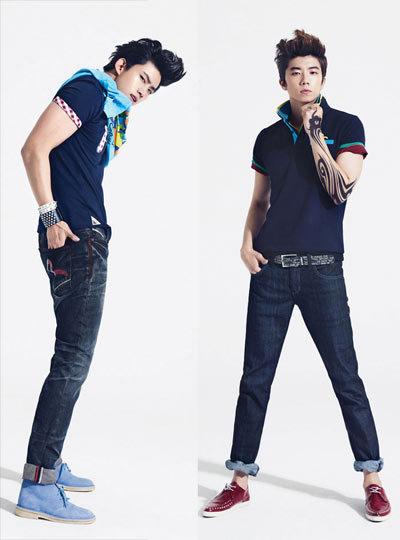 Áo thun và quần jeans là một bộ đôi đơn giản nhưng luôn