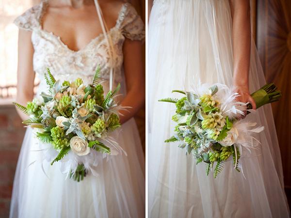Hoa được kết hợp với nhiều loại cây lá xanh khác, tạo vẻ đẹp hài hòa, mang nét dễ chịu.