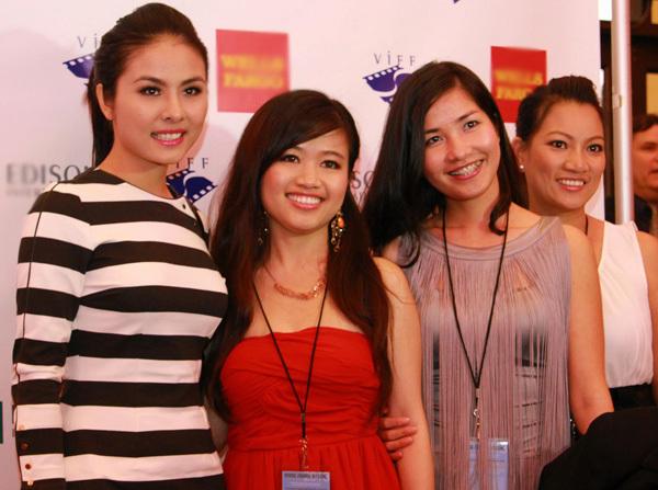 Cô được các thành viên trong ban tổ chức liên hoan phim dành nhiều tình cảm.