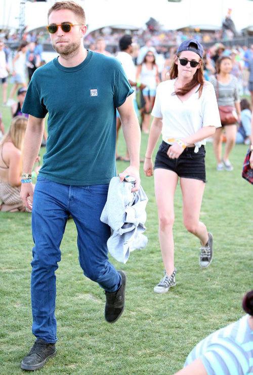 """Pattinson thậm chí còn """"bỏ rơi"""" bạn gái phía sau."""
