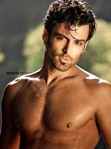 Mrad Mouawad là người mẫu điển trai đến từ nước cộng hòa Liban. Gương mặt quen thuộc của anh xuất hiện trên nhiều ấn phẩm quảng cáo và trên truyền hình tại khắp vùng Trung Đông.