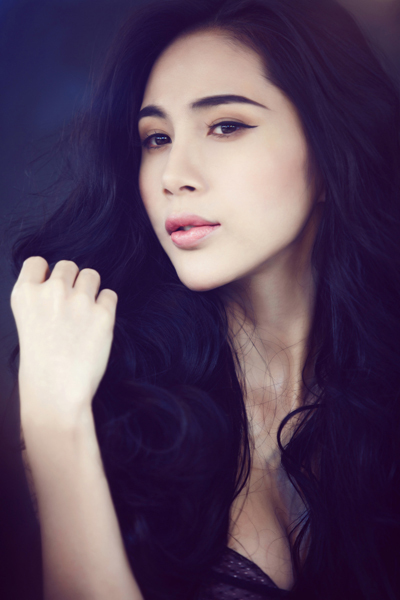 Kiss Me của ca sĩ Thủy Tiên là sản phẩm đánh dấu sự quay trở lại showbiz của cô trong năm 2013. Chất liệu âm nhạc chính là dance hiện đại, đang thịnh hành của các ngôi sao trên thế giới.