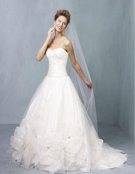 Váy cưới phong cách hiện đại và cổ điển