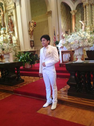 Trong ngày hạnh phúc, Đan Trường bảnh bao trong bộ tuxedo trắng