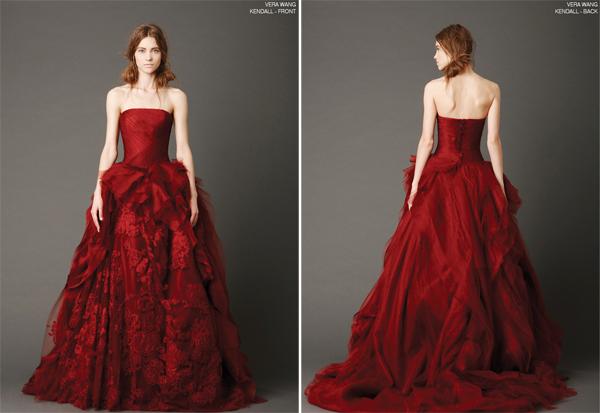 Chiếc váy nguyên bản có màu đỏ, mang tên Kendall có vẻ đẹp nổi bật.