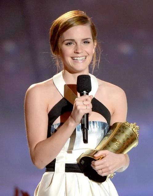 Emma rạng ngời nhận giải của MTV Award lần thứ 22 đúng ngày sinh nhật.