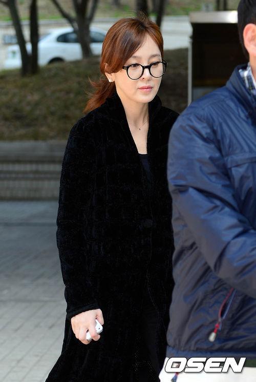 """Công việc của Lee Seung Yeon bị ảnh hưởng trầm trọng từ sau vụ việc này. Chương trình """"Lee Seung Yeon và 100 phụ nữ"""" mà cô làm người chủ trì đã bị cắt sau khi cô bị buộc tội sử dụng chất cấm."""