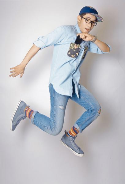 Cách đây ít ngày, Quang Đăng tung MV 'Thật thà cho một tình yêu', múa cùng vũ công Huỳnh Mến, được nhiều khán giả yêu thích.