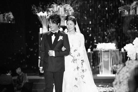 Park Sol Mi mặc váy cưới Monique Lhuillier