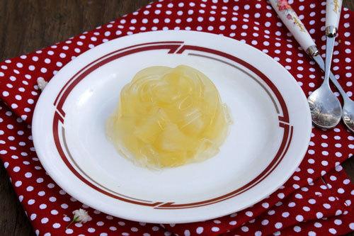 Thạch dứa giòn, điểm xuyến vị chua ngọt của dứa, là món tráng miệng hấp dẫn sau buổi ăn tối sum vầy với gia đình.
