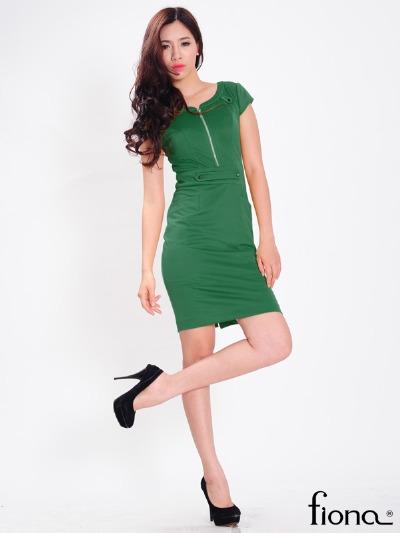 Thêm điểm nhấn ở eo, sự cách điệu giữa phần áo và chân váy hay những phá cách điệu đà ở phần cổ sẽ góp phần tạo điểm nhấn giúp váy một màu thêm sang trọng.
